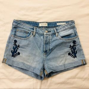 PacSun button fly girlfriend short embroidered